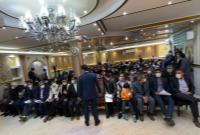 پخش آهنگ لری و همخوانی حاضران پیش از سخنرانی دکتر احمدینژاد در جمع هموطنان لرستانی