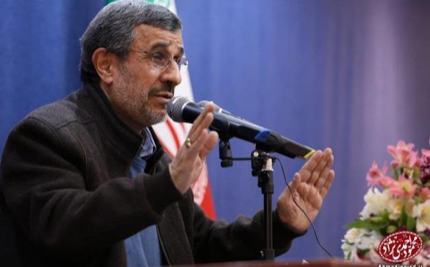 دکتر احمدینژاد: عدّهای حاضرند ملّت، کشور، فرهنگ و دین را برای بقاء خود هزینه کنند!