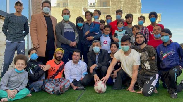 حضور دکتر احمدینژاد در مرکز نگهداری از کودکان بیسرپرست غرب تهران + فیلم و تصاویر