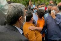 دکتر احمدینژاد: من خادم مردم و در کنار مردم هستم/ نباید از بغل مردم قیچی کنی بدهی آن طرف!