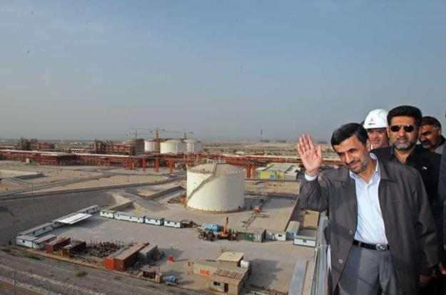 دکتر احمدی نژاد: خواسته کارگران صنعت نفت به حق و قانونی است