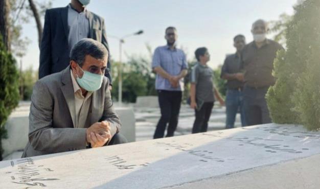 گزارشی از حضور دکتر احمدی نژاد در آرامستان ابن بابویه و زیارت شهدای قیام سیام تیر + فیلم و تصاویر