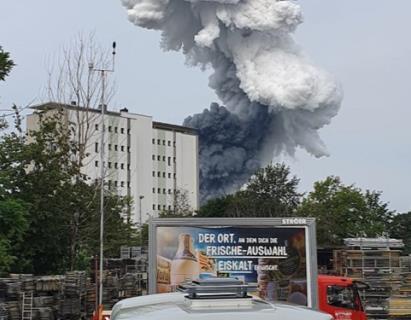 وقوع انفجار مهیب در کارخانه مواد شیمیایی در آلمان + عکس