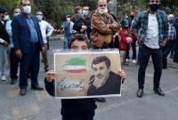 حضور جمعی از هموطنان در میدان ۷۲ برای تبریک تولد دکتر احمدی نژاد + فیلم و تصاویر