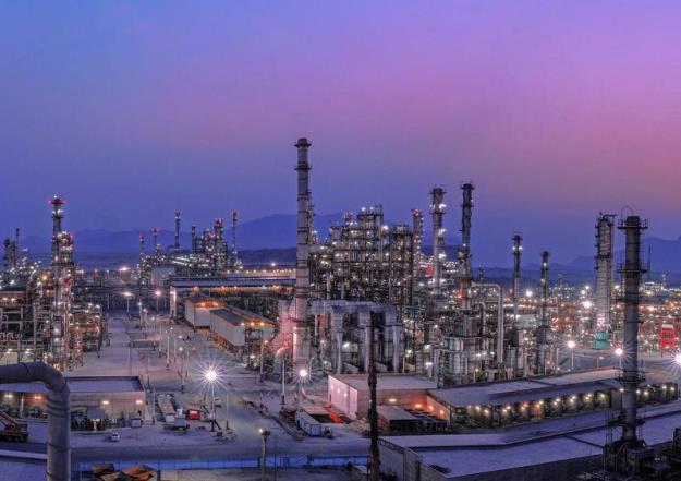 گزارش خامنهای داتآیآر درباره نمونه برجسته خنثی کردن تحریم در دولت دکتر احمدینژاد/ خودکفایی در تولید بنزین