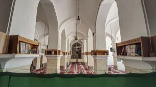 نماز جماعت در مسجد فُرط، قدمگاه امام رضا (ع)